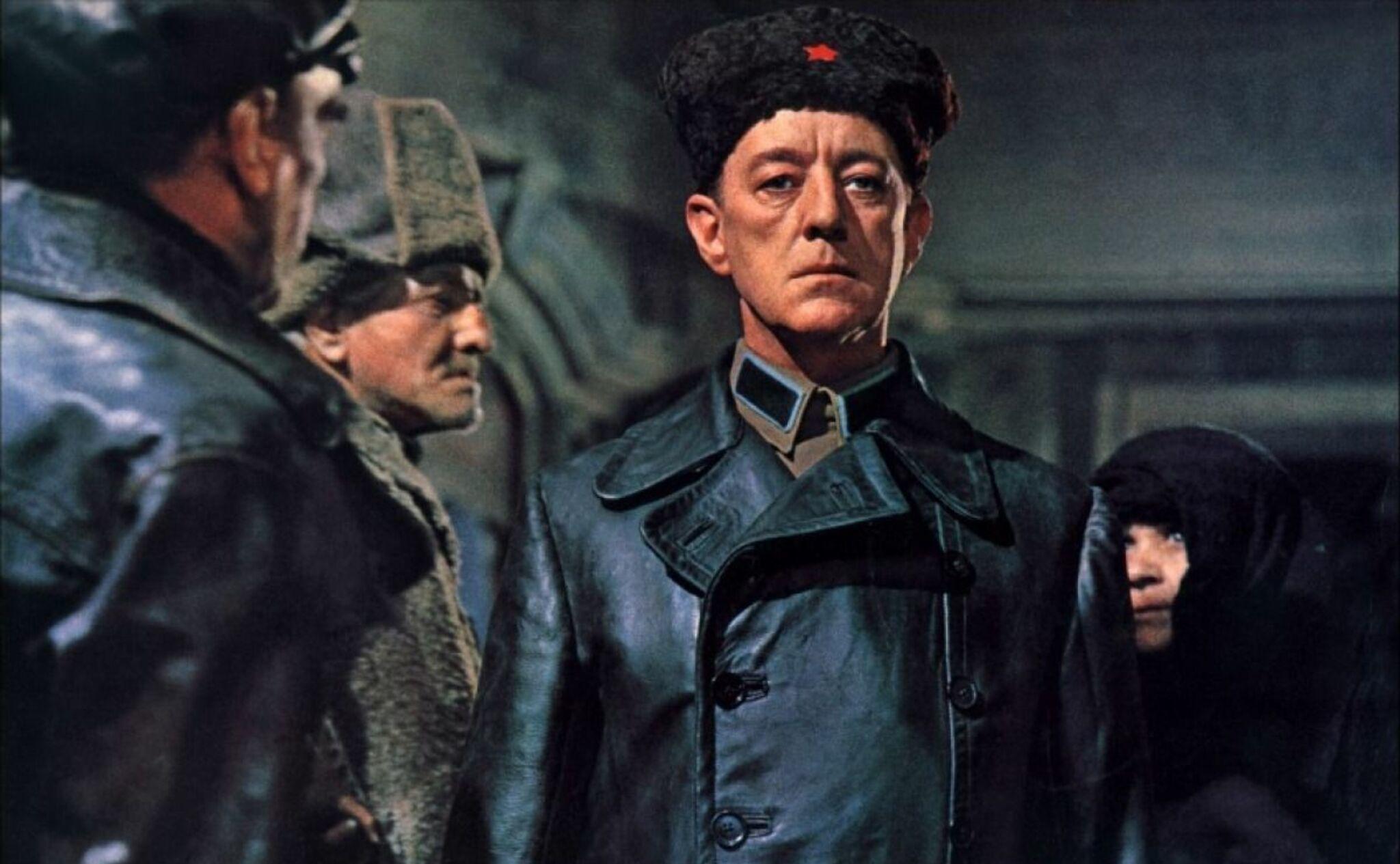 Alec Guinnes en Dr. Zhivago, un papel similar al interpretado por Rick en El anarquista